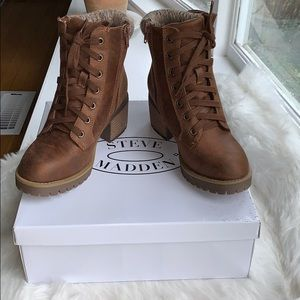 NWOT Steve Madden heeled booties 5.5 with box